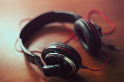 黒色のヘッドフォン