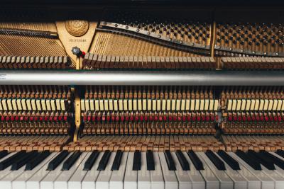 古いピアノの画像
