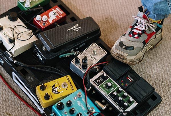 ギタリストのエフェクターボード