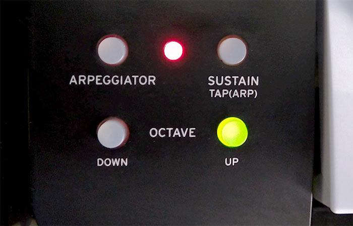 オクターブ+1の状態では、黄色に発光します