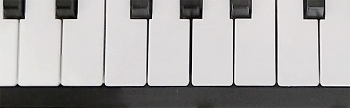 鍵盤の隙間はバラバラです
