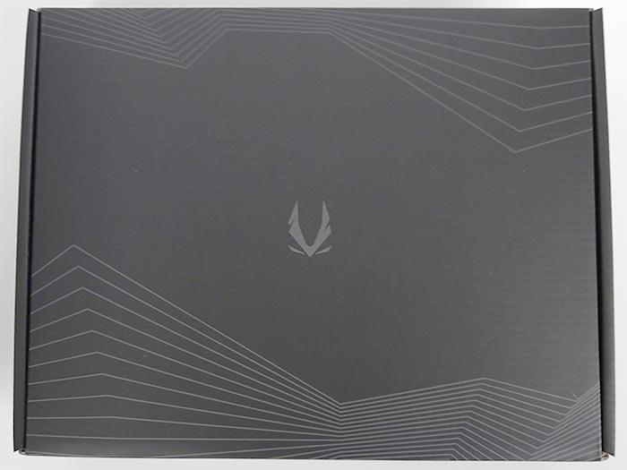 内箱は非常にシンプルで黒地にグレーでロゴ