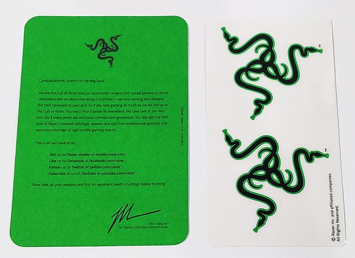緑のウェルカムカードにRazerステッカー