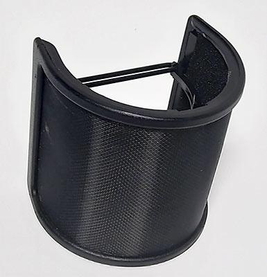 外側に金属フィルターがあり、樹脂パーツで覆われています