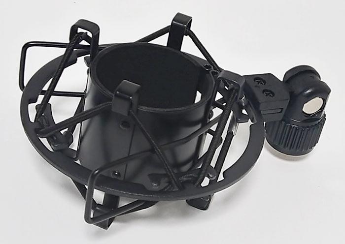 標準的なショックマウント マイク本体と同色の黒色
