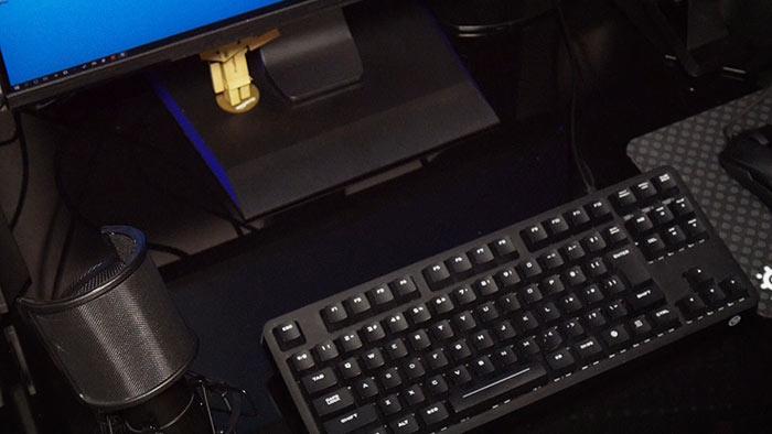 キーボードの左側にマイクを設置