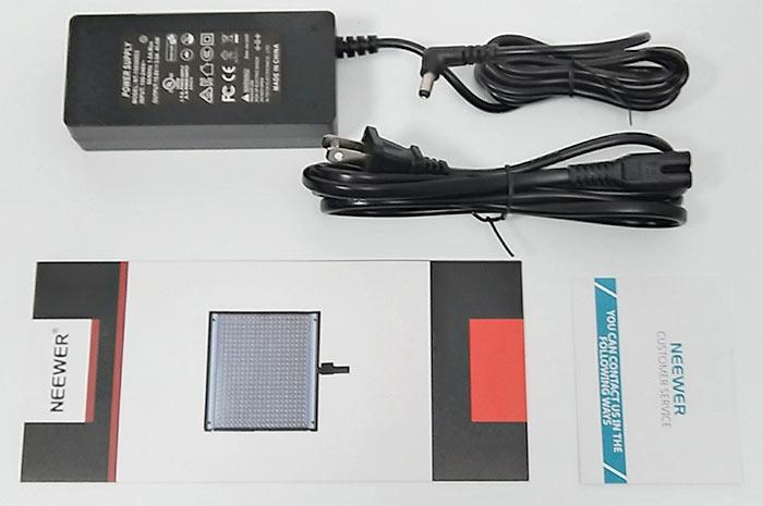 電源アダプター、電源ケーブル、取説