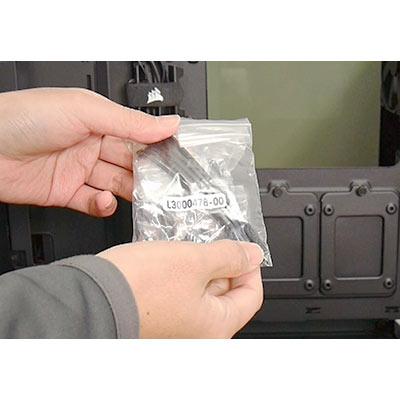 ドライブやマザー固定用ビス、マザーのスペーサー、インシュロックが付属します。