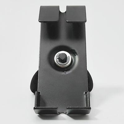 背面のワイヤーフック部分は縦方向のメッシュワイヤーを避けるために2分割されています。