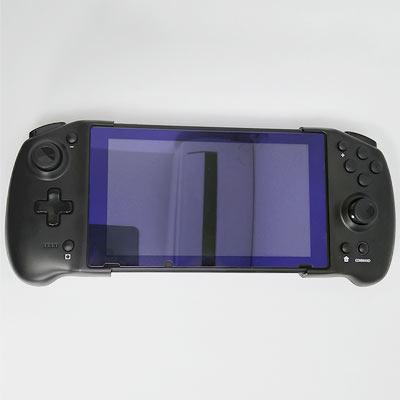 携帯モードでは本体を開いてSwtichを挟んで使用します