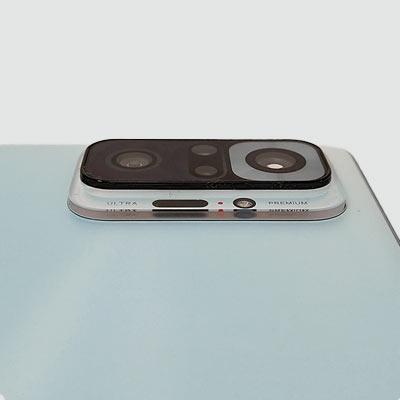 アウトカメラは底面から3mm程度出っ張っている