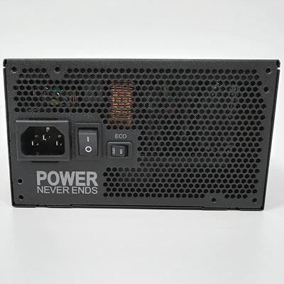 後面には電源プラグコネクタと、電源スイッチ、ECOスイッチがあります。
