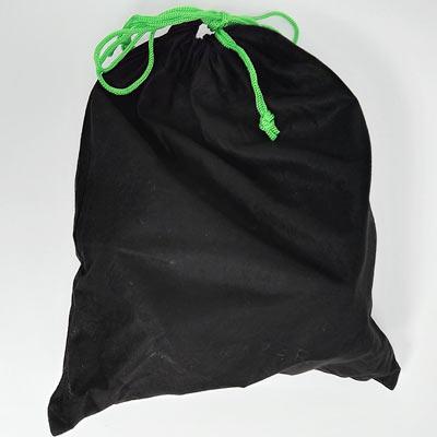 ヘッドセットは巾着袋に入っています