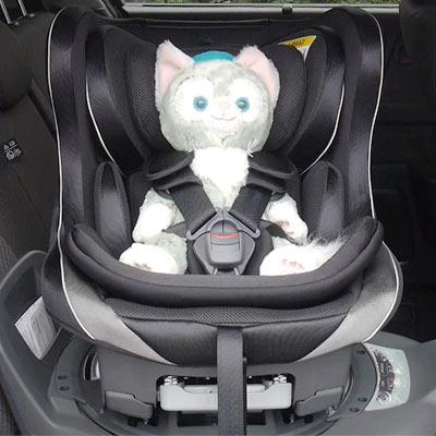 実使用イメージ、回転式なので赤ちゃんの乗り降りが簡単です。 サポート材も多く、包み込むように体を守ってくれます