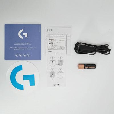 簡易カタログ、ステッカー、取説、保証書、USBケーブル、単三アルカリ乾電池が付属する